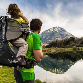Comment bien choisir un porte-bébé ventral pour randonnée