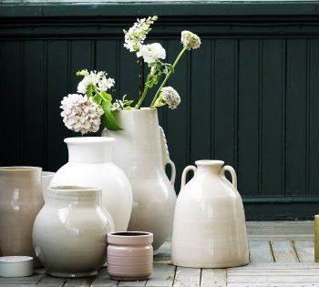 Comment disposer des fleurs dans un vase décoratif